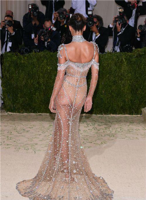 2021Met Gala纽约大都会时装庆典 肯豆Kendall Jenner闪耀红毯