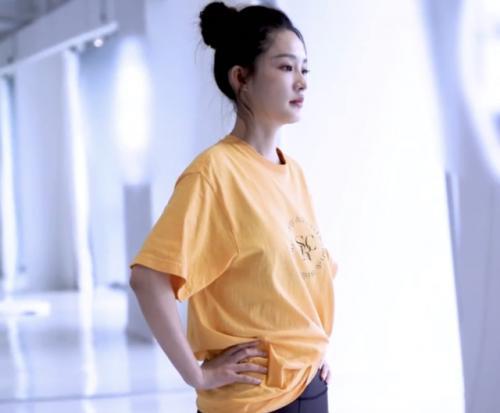 31岁演员李沁晒独特庆生照,做高空瑜伽秀蚂蚁腰,整个人累到头发浸湿