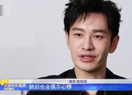 黄晓明现身自家火锅店!43岁仍下颌线清晰,免费给客人送菜超大方