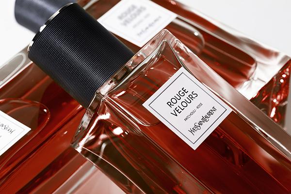 YSL时尚订制香水系列 经典服装风格化身时尚订制香水 释放最现代表性的巴黎奢华气息 !