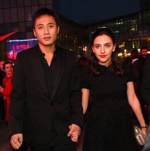 刘烨早期旧照认不出!长发穿旗袍显好身材,网友直呼风格太吓人