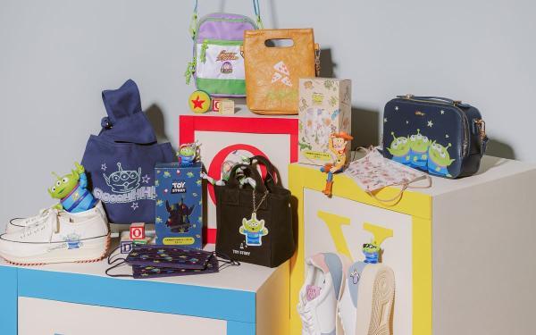 可爱炸!Grace gift三眼怪、巴斯光年玩乐夜光口罩「奶茶色、星空蓝」两色都好美!
