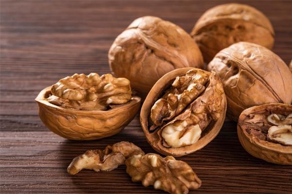 新研究:每天吃点核桃可降低胆固醇水平,并减少患心脏病风险