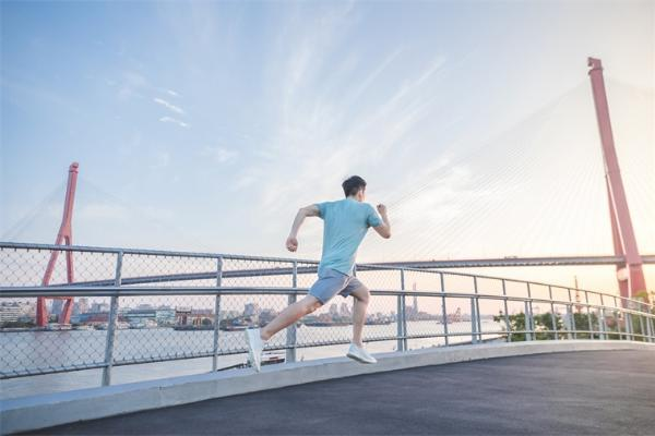 运动就是良医!科学家发现45岁至64岁中年人坚持锻炼一年后,心脏僵硬情况明显改善