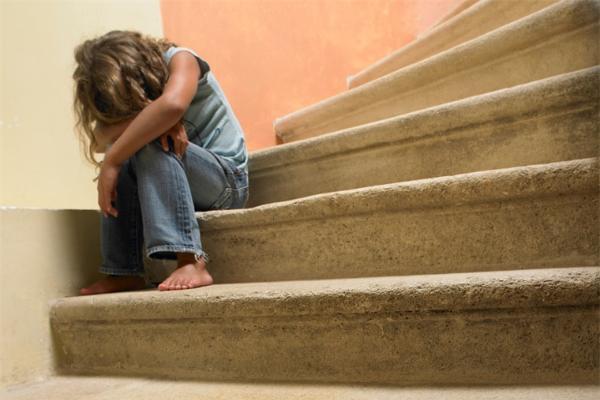 """拒绝任何形式的""""暴力""""!研究发现患有神经系统疾病的成年人更有可能经历过童年创伤"""