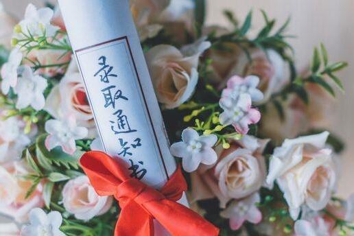 """985高校推出""""夫妻宿舍""""方便学生夫妻沟通感情,申请需结婚证!"""