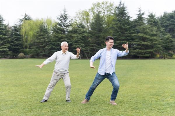 1981年出生的人竟开始参加老年人比赛了,网友:太扎心