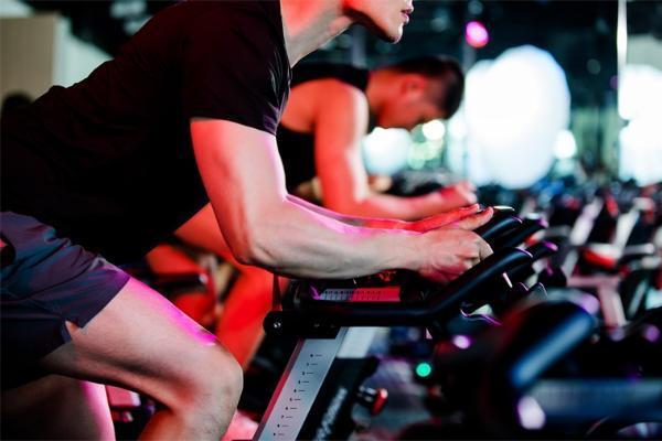 睡前进行剧烈锻炼不保证睡眠质量,自行车运动收益最大