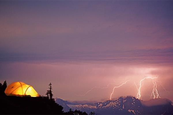 地球上有壮观的雷电风暴,而火星上可能出现小电火花