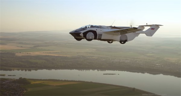 """帅炸天!全球首架""""飞行汽车""""成功试飞,35分钟飞越一座城"""