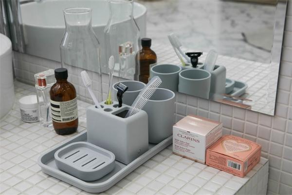 注意塑料制品、化妆品中的化学物质!每年造成10万名美国人死亡