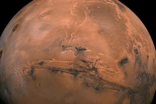 35亿年前火山口湖泊泛滥,猛烈洪水冲刷形成如今的火星表面