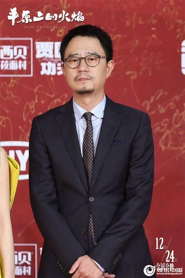 2电影《平原上的火焰》北京国际电影节-导演张骥单人红毯照.jpg