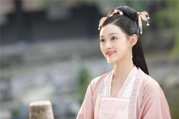 舞蹈生王奕婷憾别舞台,全力投身影视,散发别样光彩