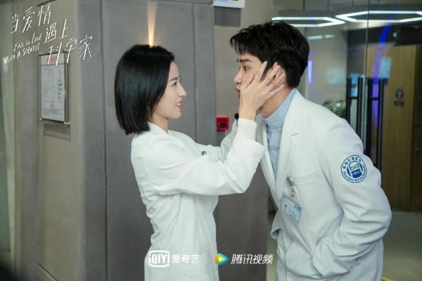 """刘以豪化身""""反差憨""""科学家,《当爱情遇上科学家》今晚心动开撩"""