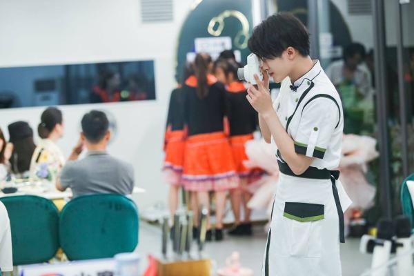 檀健次《中餐厅5》真情告别 广西酸笋王子尽显经营魅力