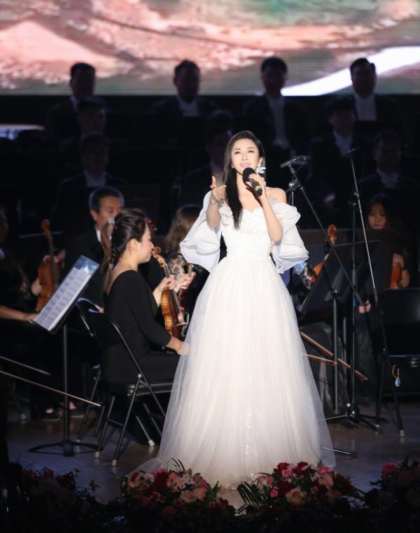 学者型歌唱家伊丽媛 (7).jpg