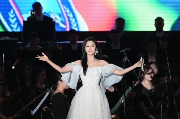 学者型歌唱家伊丽媛 (5).jpg