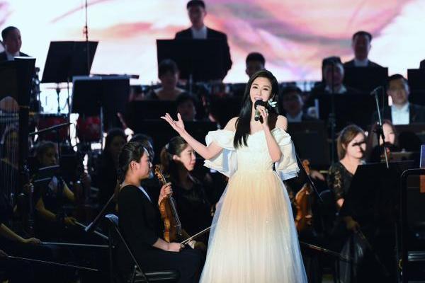 学者型歌唱家伊丽媛携手长影交响乐团共迎国庆 再唱《百年再起航》