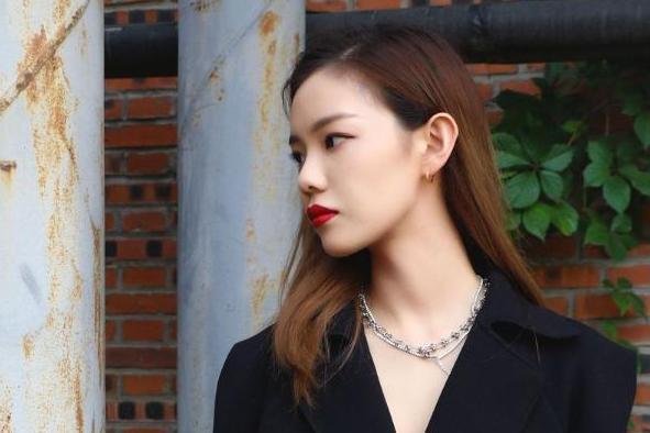 郭子衿、刘锡晨受邀出席中国国际时装周 尽显青春时尚值满点