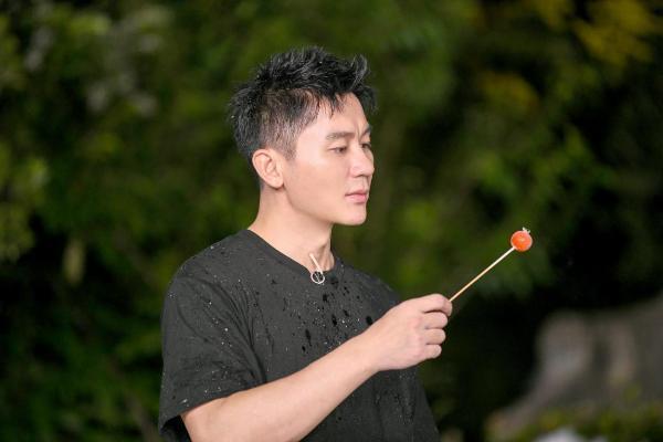 """《嗨放派》开启""""假想环球之旅""""  绘制浪漫星空致敬中国航天"""