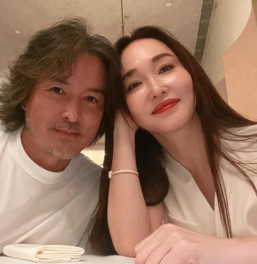 国宝夫妇一直很甜 范文芳晒照纪念与李铭顺结婚十二周年