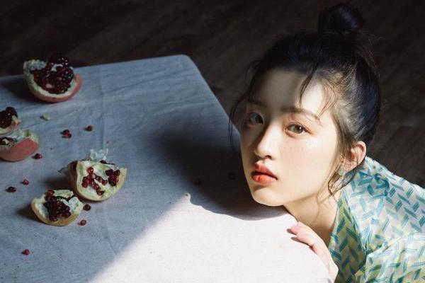电影《扬名立万》提档11.11 邓恩熙神秘歌女角色惊鸿一瞥