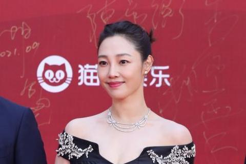 电影《门锁》闪耀北影节红毯 白百何新作呼吁关注女性安全