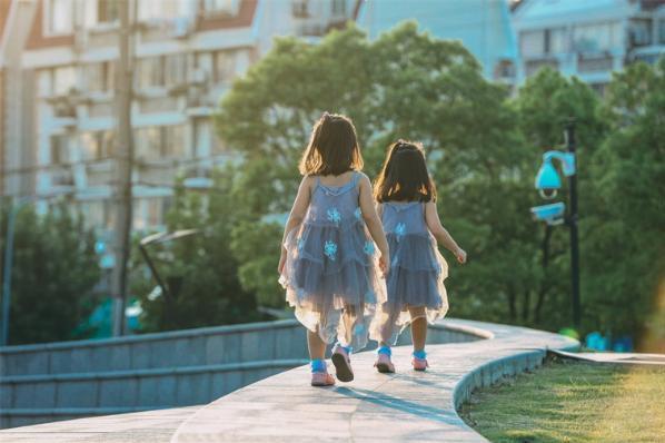 怀双胞胎真的毫无征兆吗?研究表明:所有同卵双胞胎似乎都有这一神秘特征