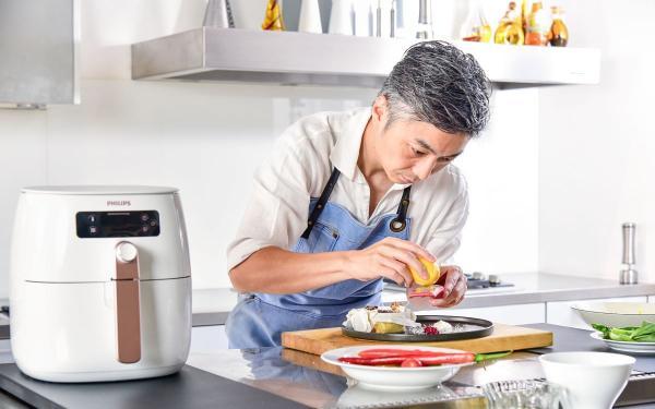 飞利浦气炸锅升级!绝美白X玫瑰金配色、还有米其林主厨设计的超强食谱
