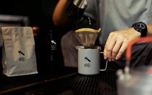 """2021中秋节礼盒推荐:ABG Coffee携手潮牌MADNESS""""月饼咖啡旅行组合""""官网开卖!"""