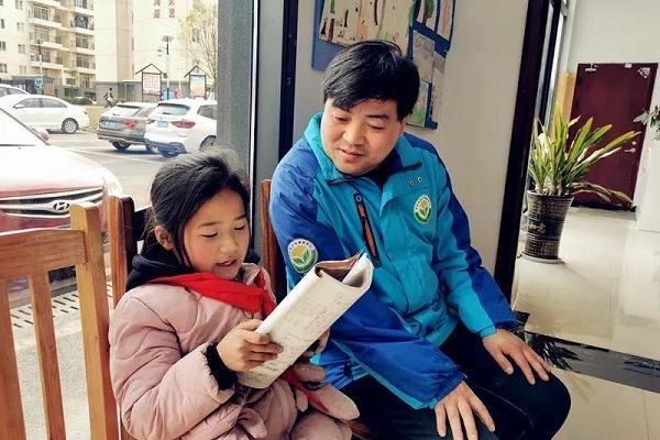 """贵州80后专职社工:放弃修理厂高薪去给留守儿童做""""园长"""""""