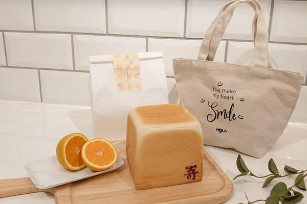HOLA独卖SAKImoto嵜本生吐司「极蜜柑橘口味」加赠HOLA帆布提袋,免排队就能吃到!