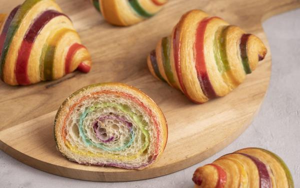 超梦幻彩虹!福冈松饼Café del SOL早午餐,配上手捏汉堡排、超美味