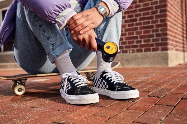 不用再花钱洗鞋!飞利浦「电动洗鞋机」自动洗鞋神器,小白鞋也能永保洁白!