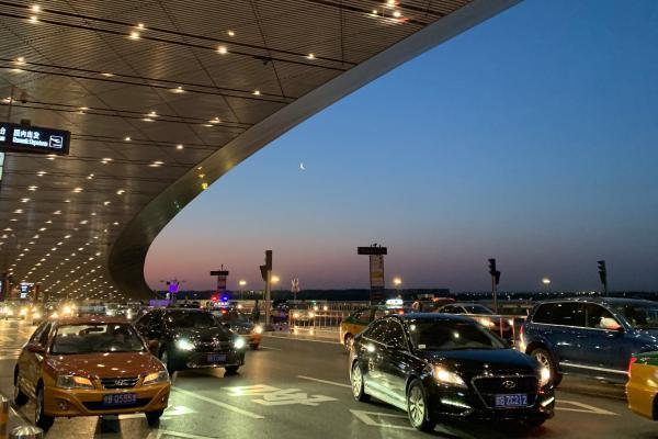 孟晚舟昨晚抵达深圳,哽咽发言:祖国我回来了