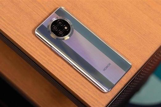 荣耀7.2英寸巨屏手机现身:6000mAh电池 天玑1100