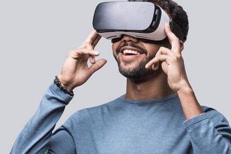 扎克伯格正在投资VR社交和教育