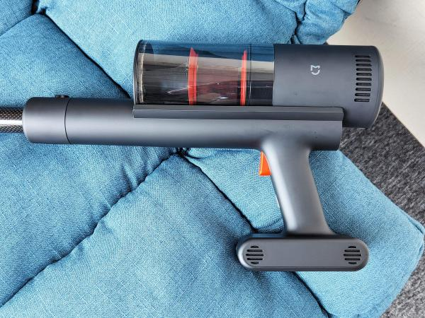 米家轻羽无线吸尘器评测:年轻人的第一次碳纤维体验
