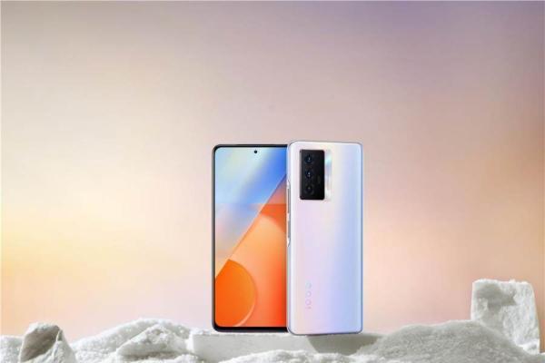 "5G手机续航""天花板"":iQOO Z5预售仅1799元起"