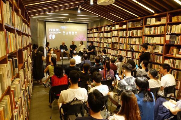 《千页书》收录千夫长近六百篇散文与杂文