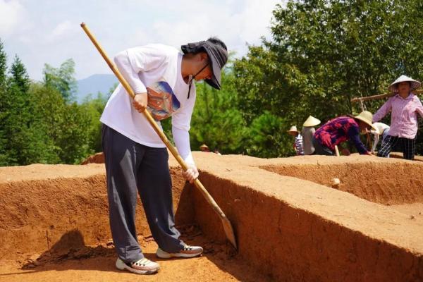 黄山古墓葬群出土远古文物