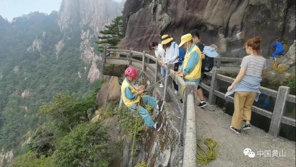 中秋假期首日:黄山秋高气爽游 迎客6585人