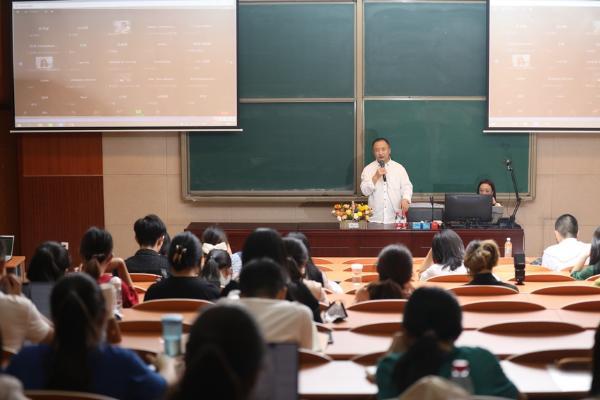 北京语言大学线下通识课《中国作家公开课》开课