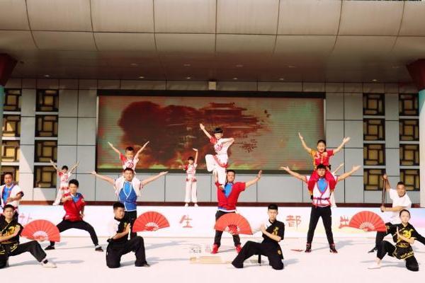 中国传统体育(中国跤)进校园