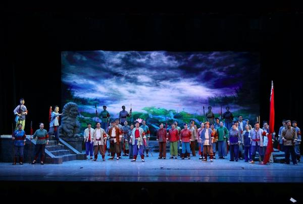 演出|歌剧《洪湖赤卫队》在武汉汉秀剧场震撼上演