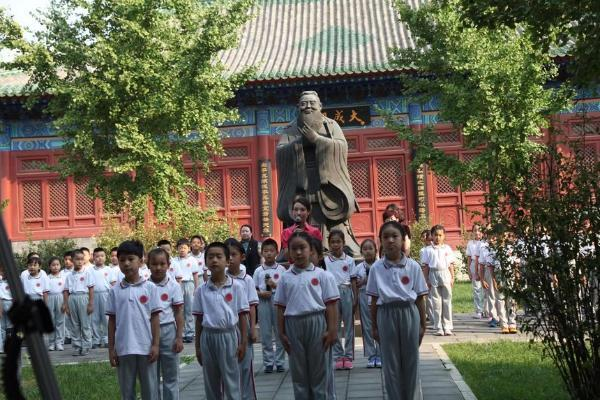 艺术 | 北京府学小学注重美育培养 17级学生于书瑶出演电影罐头小人