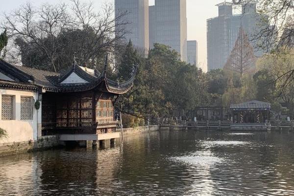 畅游全国公共场所,感受当地群众对城市的情绪与记忆