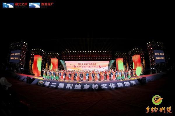 公共 | 鄂湘赣三省优秀广场舞展演:一衣带水风光好 共舞长江新画卷