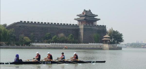 旅游   赛艇穿越大运河,古与今碰撞之美